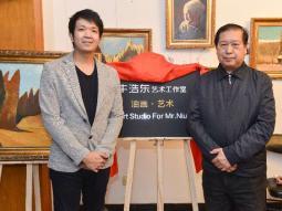 新华书画院常务副院长罗祖权出席牛浩东艺术工作室成立揭牌活动与牛浩东合影